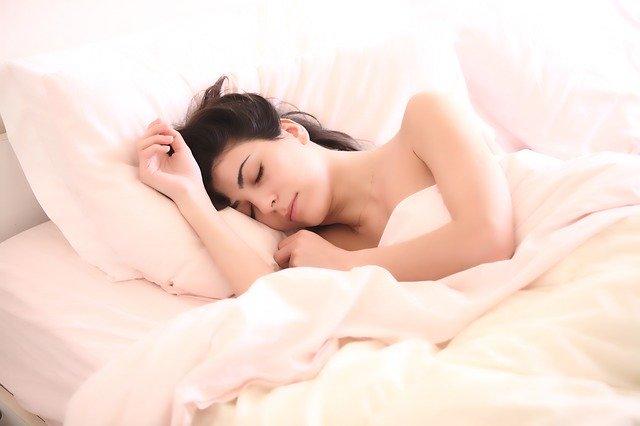Sovande tjej